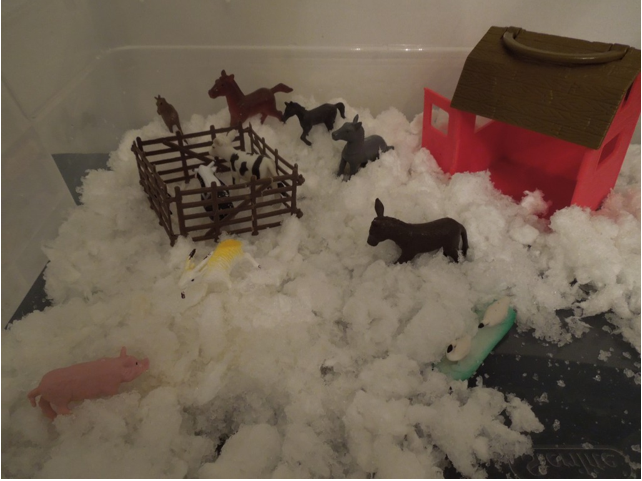 Make a snowy scene sensory box