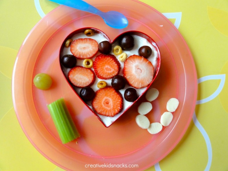 i love you snack (6 Cute Valentines Day Snacks for the kids. Can't tell whether the oatmeal one or the apple one is my favorite!)