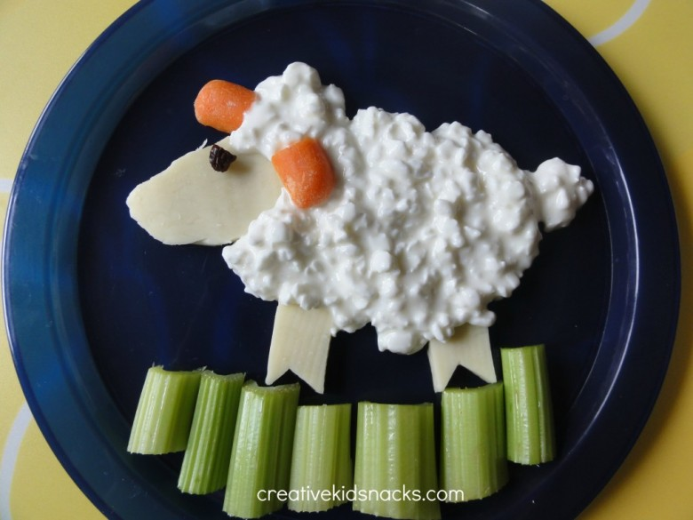 Lamb snack for Easter - part of a collection of cute Easter food from creativekidsnacks.com